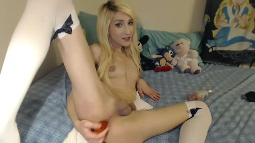 Very Slim Cam Tranny Wants To Play On Show
