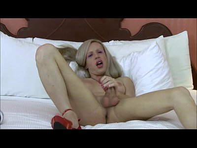 My Mature Cam Shemale Pleases Us With A Live Show