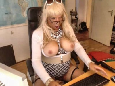 Blonde Brazilian Shemale Topless On Free Webcam